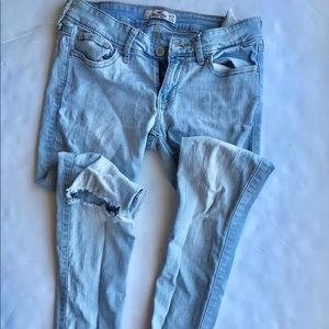 Hollister 3s Size 26 Distressed Light wash jeans